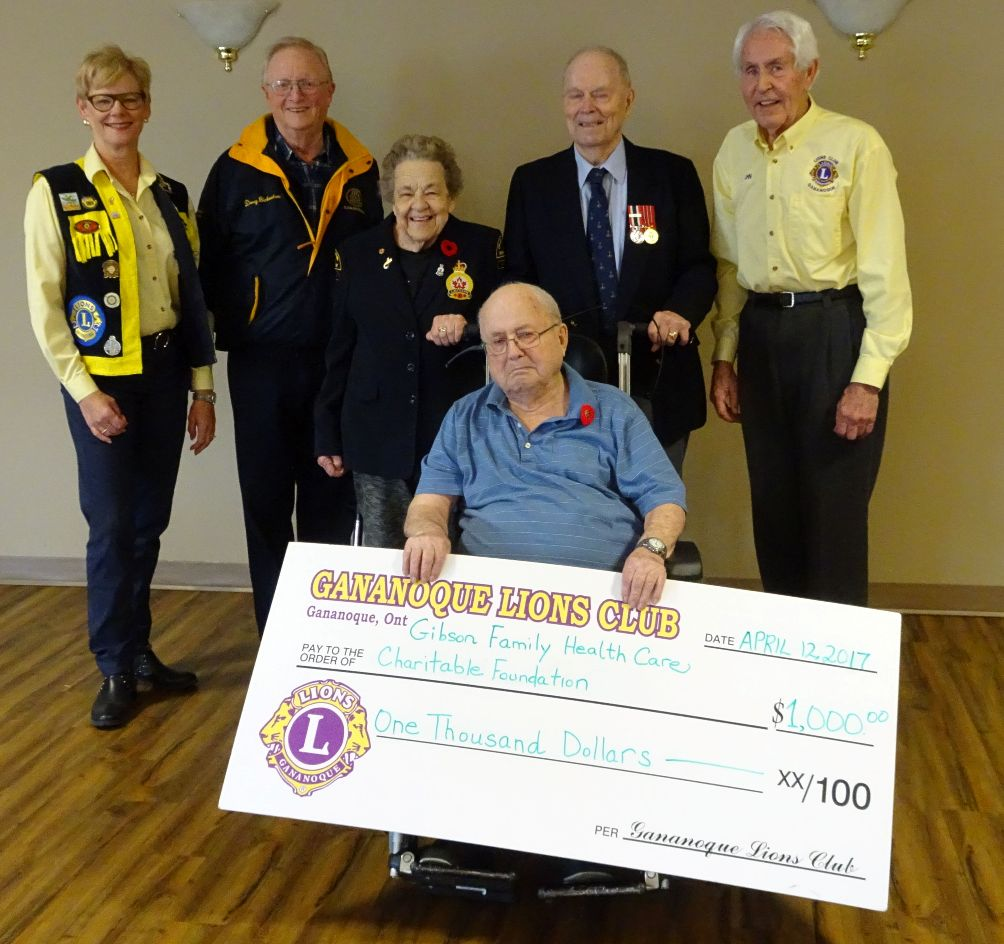 Susan Tunnicliffe, Doug Bickerton, Annie Piorier, George Richardson, John Hampton and Glenn Chant pose with a giant cheque from the Lions Club for $1000.